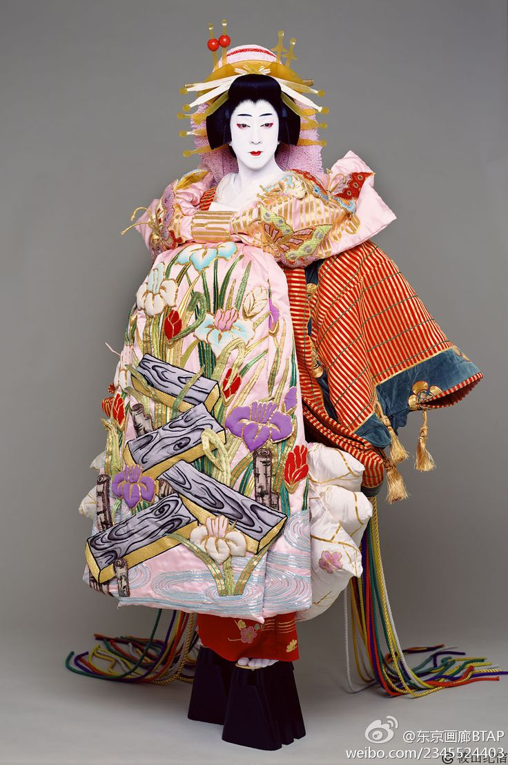 "arelativenewcomer: "" Costumes of high-ranking courtesans, oiran, are among the most spectacular in kabuki. They are characterised by extravagance and effusion of colours and patterns. At the first..."
