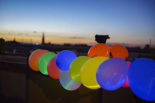 Leuchtballons = Luftballons und kleine Knicklichter