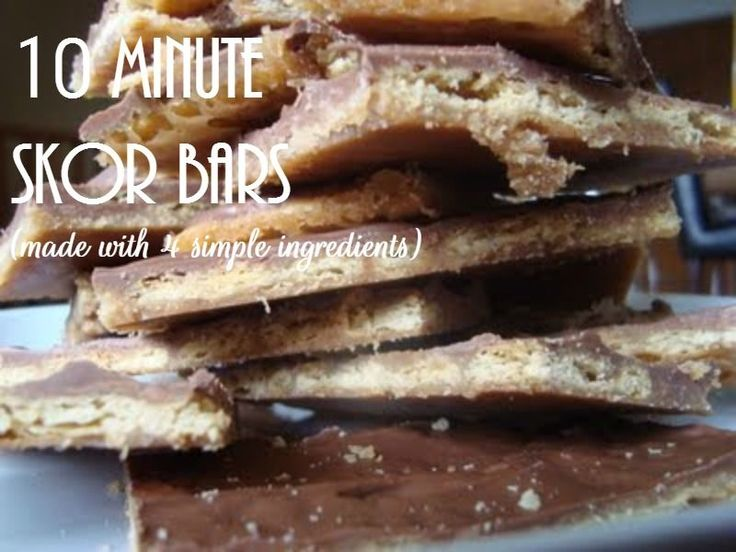 10 Minute SKOR Bar Recipe. Caramel, Chocolate and Butter!! Perfect for teacher's gift, bake sales or party day at school.