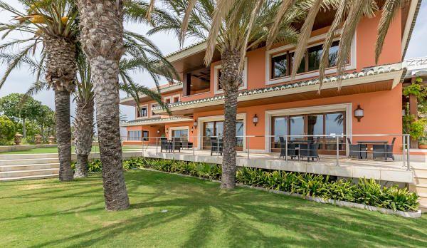 Encuentra las mejores ideas e inspiración para el hogar. Villa de lujo en Málaga con toques tropicales por Hansen Properties | homify