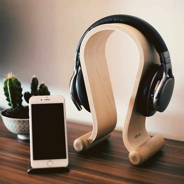 You are looking for an awesome last-minute gift idea for a loved one? Get them our uber-stylish headphone stand made from real wood.  Available with Amazon Prime shipping: http://amzn.kalibri.de/headphone-stand02  #lastminutegift #xmas #gift #newin#headphone #wood #essentials #beatsbydre #headphonestand #sennheiser #bose#minimalism #blogger #design #berlin #lifestyleblogger_de #holz #kalibri