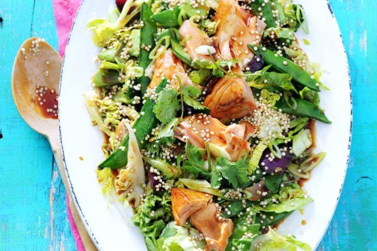 Kijk wat een lekker recept ik heb gevonden op Allerhande! Kikkoman's maaltijdsalade met quinoa, soja, zalm en Japanse roerbak (advertorial)