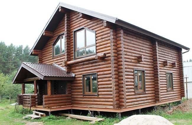 Деревянный дом на сваях в виде винта