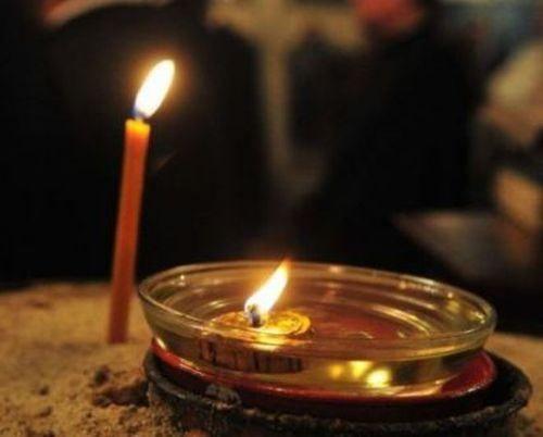 """Αγίου Ιωάννου του Χρυσοστόμου Αυτός ο λόγος μου απευθύνεται και στους άνδρες και στις γυναίκες. Κάμψε τα γόνατά σου, στέναξε, παρακάλεσε τον Κύριο να σου δείξη ευσπλαχνία˙ περισσότερο συγκινείται κατά την διάρκεια των νυκτερινών προσευχών, όταν τον καιρό της αναπαύσεως εσύ τον κάνεις καιρό θρήνων. Θυμήσου ποια λόγια έλεγε ο βασιλιάς: """"Εκοπίασα με τους στεναγμούς…"""