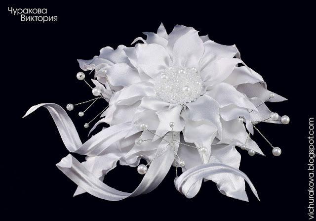 Свадебная заколка с белым цветком из ткани для прически невесты, ручная работа. Купить свадебную заколку ручной работы с цветком в Киеве, Украина. Ручна робота, handmade. Свадьба, украшения для невесты, свадебные украшения и аксессуары. Весілля, прикраси для нареченої, весільні прикраси та аксесуари. Цветы из ткани, квіти з тканини. Заколка для волосся, заколка з білою квіткою, прикраси ручної роботи. Київ, Україна. #vichurakova Виктория Чуракова