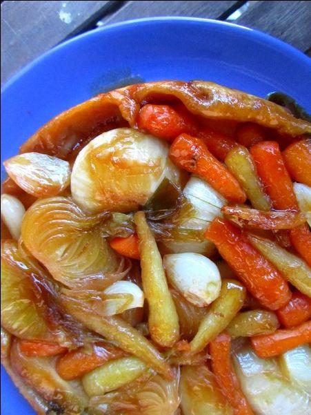 Tatin de jeunes carottes, oignons et ail nouveaux, au sirop d'érable
