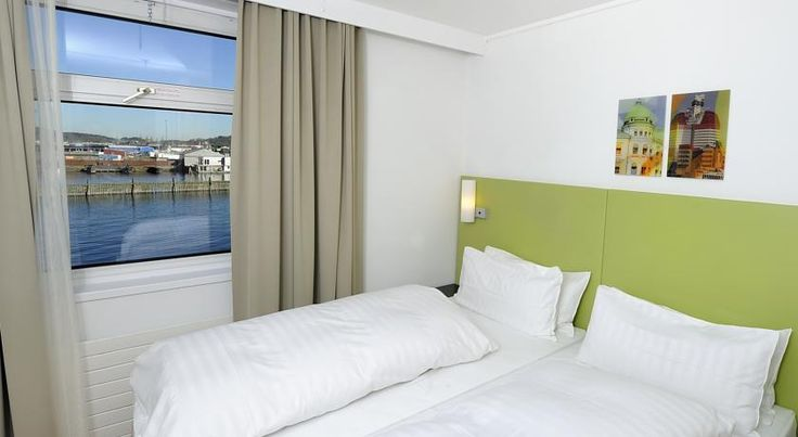 Good Morning+ Göteborg City Gothenburg This quayside hotel is set on board a ship, 12 minutes' walk from Gothenburg Central Station. Here you can take a pause on the a sun deck and enjoy nice views of the harbour and Göta Älv River. WiFi is free.
