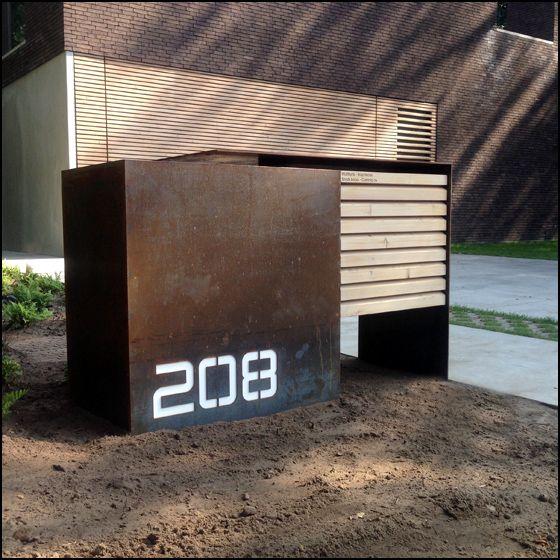 Cortenstaal brievenbus met uniek en origineel design voorzien van hout en LED-verlichting