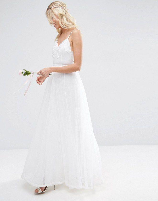 Ihr heiratet bald und habt euer Traumkleid noch nicht gefunden? Wir zeigen euch über 40 wunderschöne Brautkleider unter 500 Euro...