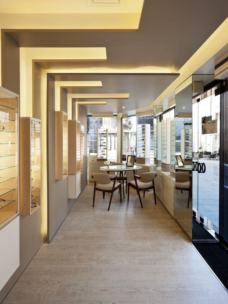 XYZ Arquitectos Associados - Óptica Oliveira - Braga - Portugal - interior design - optical store