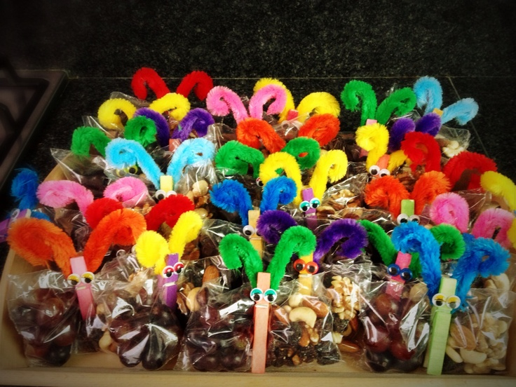 Vlinders- zakje gevuld met druifjes en nootjes. Gezonde traktatie voor op school