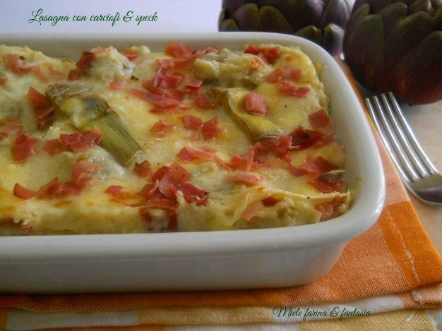 Lasagna con salsa ai carciofi e speck. Ricetta per la Festa del Papà