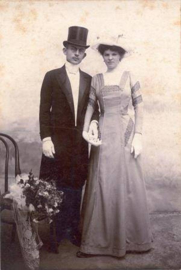 Svadobná fotografia Moussona so svojou prvou manželkou