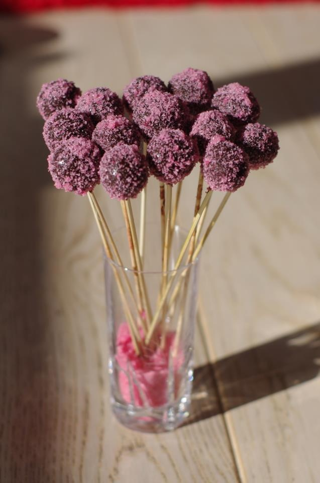 Cake pops with homemade edible glitter