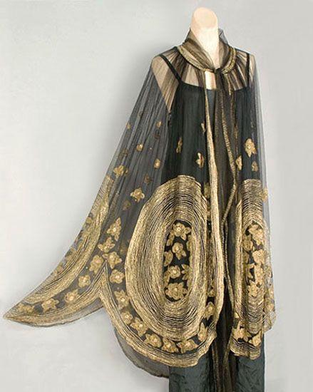 Deco metálico bordado de tul cabo de la noche, c.1920,