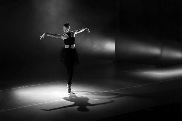Девушки - черно-белые фотографии, картинки-7