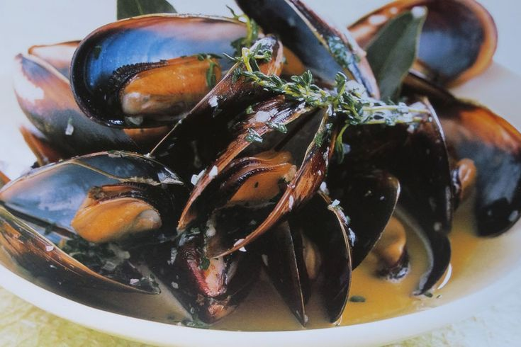 Mussels Steamed in Beer and Thyme
