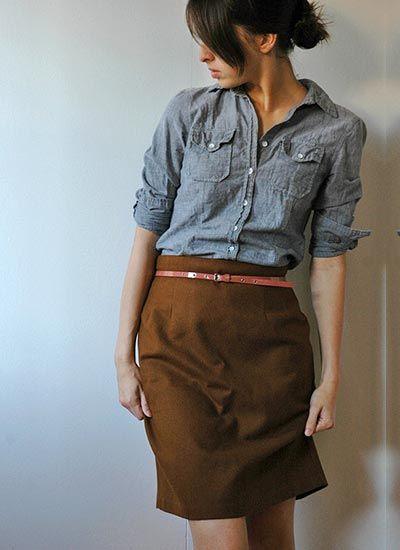 シャンブレーシャツ×ブラウンスカートのコーデ【秋】(レディース)海外スナップ | MILANDA
