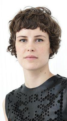 carla-juri-short-wavy-hair.jpg