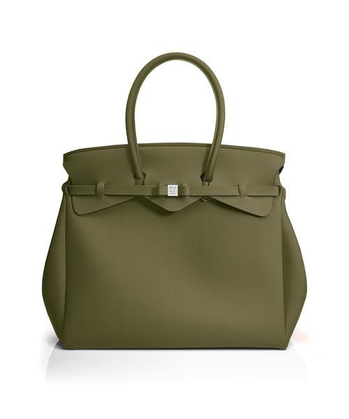 The Miss Weekender is your go-to bag for the perfect weekend away! This versatile tote transitions to a gym, beach or baby bag and is perfect for the jet-set who want to travel in style.  Size  440 x 400 x 200 mm  614g  Made in Italy  Vegan Friendly  Made from Poly-Lycra Fabric   Army Green  https://savemybag.com.au/collections/bags/products/miss-weekender-army-green