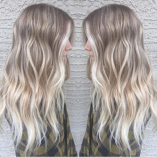 Ashy blonde mix. Shade by @hair_savedbythechelle