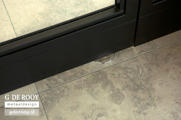 http://www.stalen-binnendeuren.nl/voorbeelden-stalen-deuren/17-taatsdeur-ongelijke-vlakken-ugchelen