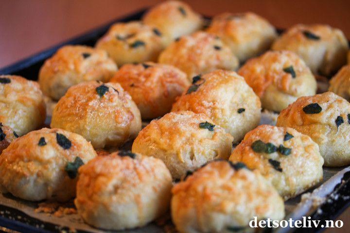 Osteboller med mozzarella fyld, og cheddar / parmasan topping