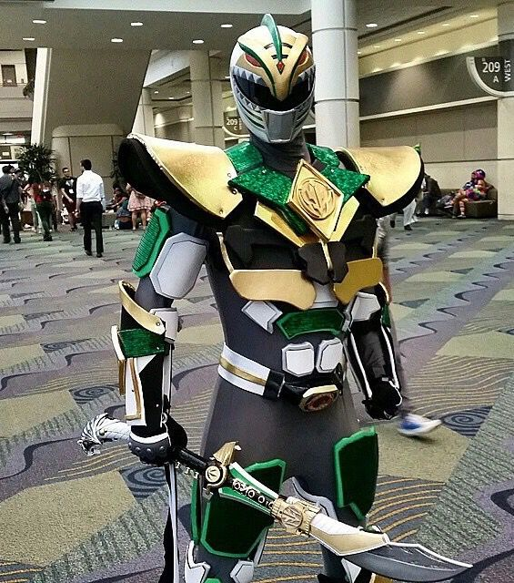 Green & White Ranger Fusion. If I did this I'd do it in reverse and have more of the green ranger infused with the white. #SonGokuKakarot