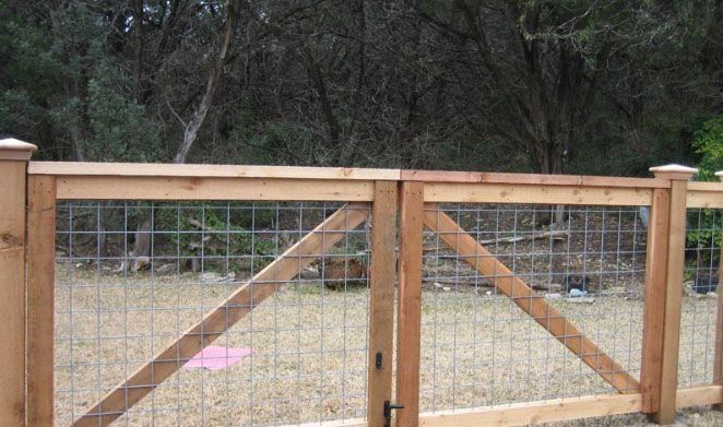 Cedar Cattle Panel Fencing With Double Gates Modern Design In 2020 Cattle Panel Fence Farm Gate Cattle Panels