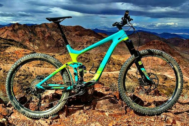 The bold looking Giant Bicycles Reign Advanced 1 . #Giant  #mountainbikes #mountainbike #MTB #mtbtrails #mtbtrail #trails #Bike #bikelife #MountainBiking #MTBLove #BikeLove #BikePorn #MTBLife #AllMTB #DH #DownHill #Enduro #EnduroMTB #VTT #Velo #Sport #MTBpictureoftheday #Loves_MTB #lifebehindbars #Freeride #XC #XCMTB #XCBike