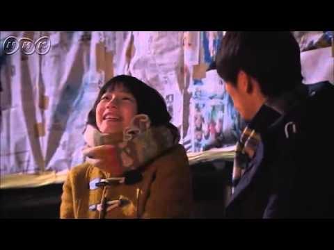 """5分であまちゃん ダイジェスト第8週「おら、ドキドキがとまんねぇ」 宮藤官九郎が、故郷・東北を舞台にオリジナルで描く""""人情喜劇""""。夏休み。母に連れられ、初めて北三陸にやってきたヒロイン・アキは、祖母と出会う。現役の海女を続ける祖母は、人生で初めて出会った「カッコいい!」と思える女性だった。故郷で暮らすことになった女3代。ふとしたきっかけで始まる東京での生活。アキの夢、母の夢は・・・。   第8週「おら、ドキドキがとまんねぇ」 忠兵衛(蟹江敬三)の船出を夏(宮本信子)とともに見送ったアキ(能年玲奈)は、種市(福士蒼汰)とのデートを夢見て、潜水士の資格試験の勉強に励む。春子(小泉今日子)はついに正宗(尾美としのり)との離婚を決めるが、地元のタクシー会社に就職した正宗は、もう少しだけ北三陸にとどまりたいと懇願する。しかし、クリスマスイブの夜、プレゼントをアキと春子に残し、ひとり東京に戻って行った。年が明けて、アキは見事試験に合格。さっそく種市に報告するが、約束のデートはなかなか実現しない。一方、町は北三陸鉄道の存続問題に揺れていた。"""