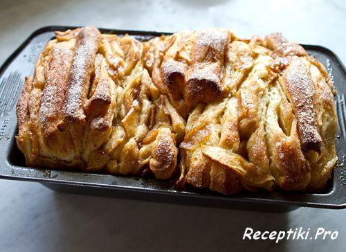 Хлеб с корицей и яблоками