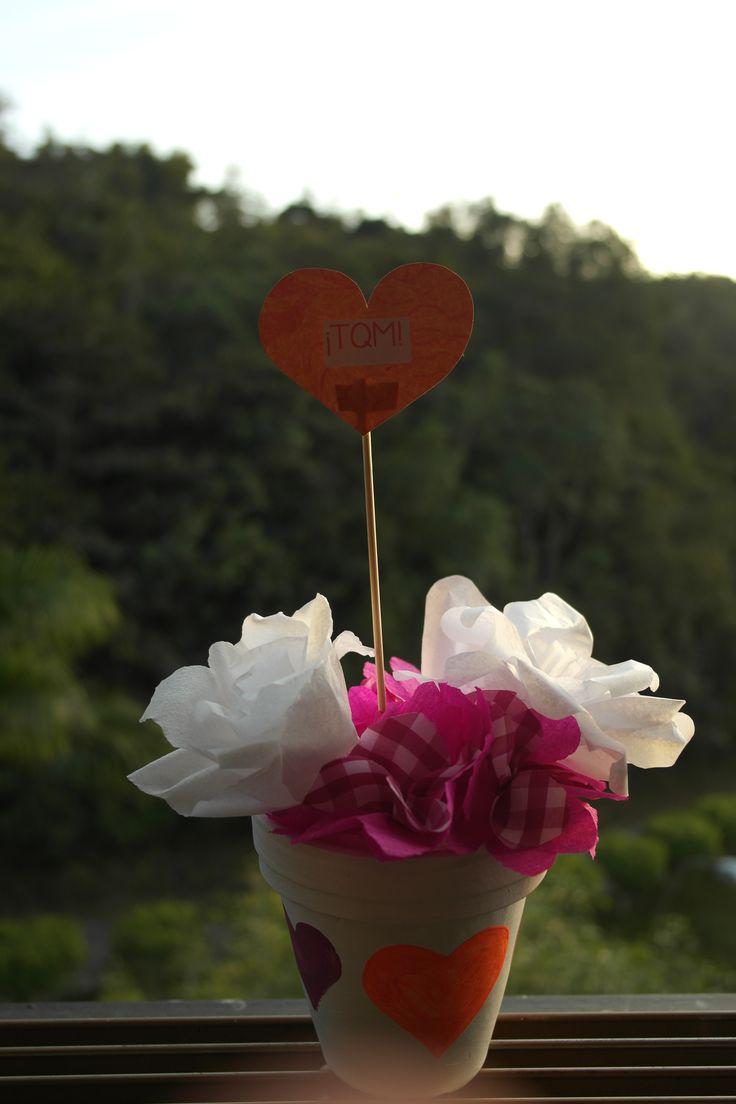 San Valentín! Flores de papel y tela/paper and fabric flowers