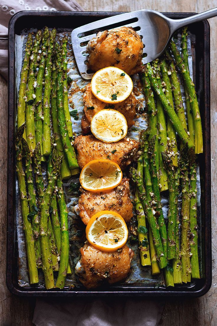 Garlic Butter Chicken and Asparagus - Crisp at the perfection, this one pan dish will have your family gathering around the table in no time for a busy weeknight! eatwell101.com