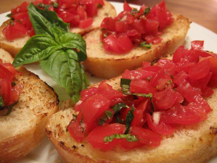 Вкусная итальянская закуска брускетта