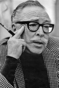 Sin un buen guión no hay una buena película. DALTON TRUMBO fue un guionista muy considerado en Hollywood. De carrera irregular, progresista y perseguido. Reconocido y hoy traído al espacio UNA SOLA VEZ de  VyJ  por ser el autor de una única película como director.