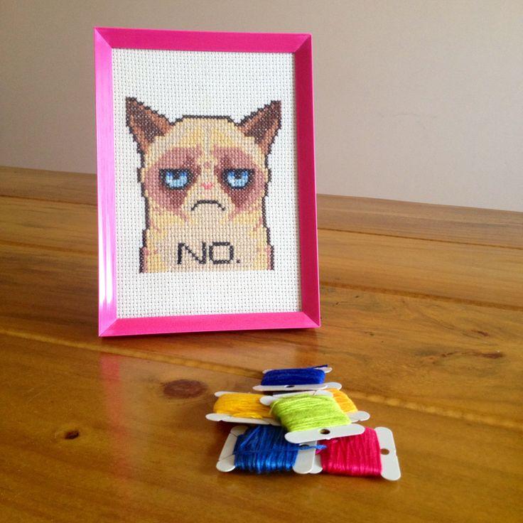 grumpy cat - bordado manual com tecidos e linhas 100% algodão, em porta retrato (desses que cabem fotos de 15x21cm).