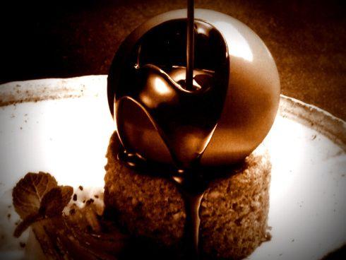 Melting Chocolate Cake With Ice Cream Inside
