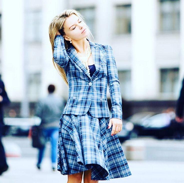 Дизайнер, идейный вдохновитель, красавица - Жанна Лобода в костюме своего бренда. Пиджак (5000 руб) юбка (5500 руб) в клетку. Отлично смотрятся вместе костюмом, также можно приобрести каждую вещь отдельно. www.LesSaisonsRusses.com www.РусскиеСезоны.москва #moscowseason #московскиесезоны #russianstyle #русскиесезоны #одеваемсяврусское #rfr #russianfashionroots #русскийстиль #russiandesigner#tagsapp #girlstyle  #fashionstyle #fashionable #model #fashionpost #fashiondiaries  #fashionista…