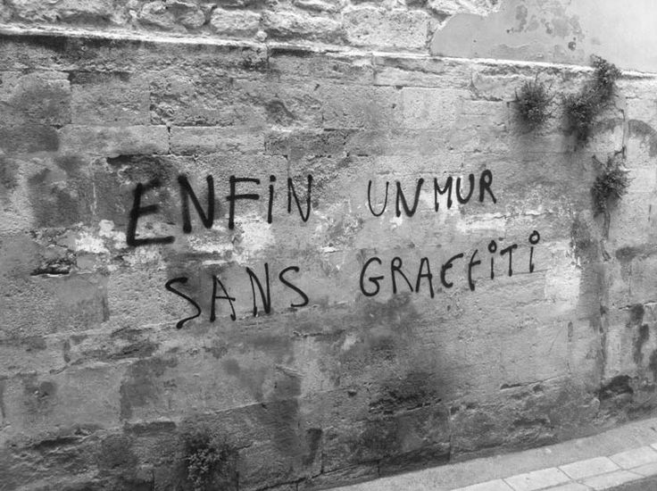 "Ou "" L'art de se moquer des gens...!"" / Street art."