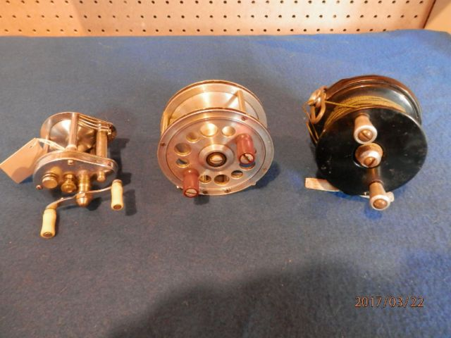 a rare reel in excellent condition......made only from 1939 to 1941 in vancouver, bc ......also have a heard & wilson bakelite reel for sale,made in vancouver,$60 or 400$ for both