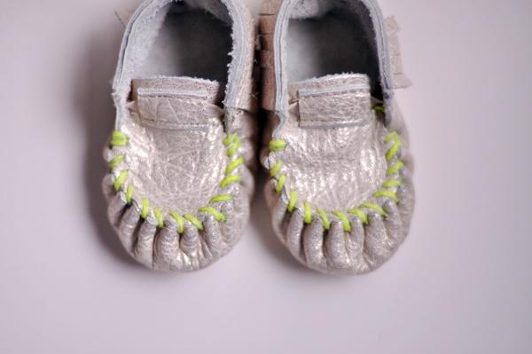 omg neon bandwagon SO CUTE: Green Stitches, Baby Moccasins, Neon Moccasins, Neon Green, Baby Girls, Kids, Neon Baby, Baby Stuff, Fresh Picks Moccasins