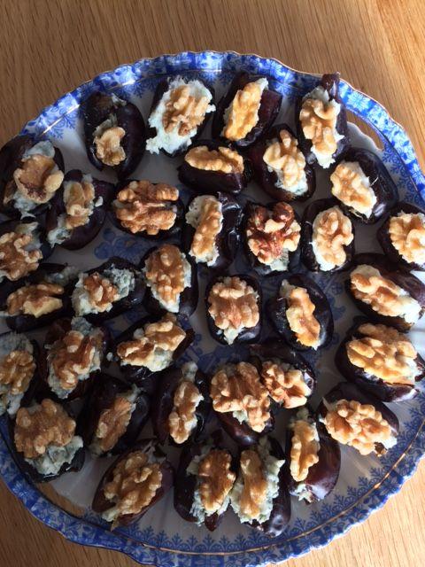 Gevulde dadels met blauwe kaar en walnoot #voedselzandloper #cleaneating