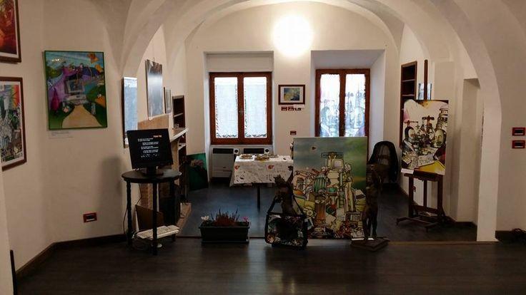 """Oggi 1 novembre, a Montepulciano, in via di Gracciano nel corso n. 14, dalle ore 17, Lorenzo Menconi ha inagurato """"Idee a colori"""", esponendo i propri lavori, frutto di arte e di riflessione sulla tecnologia e sull'uomo. La mostra, che resterà aperta tutti..."""