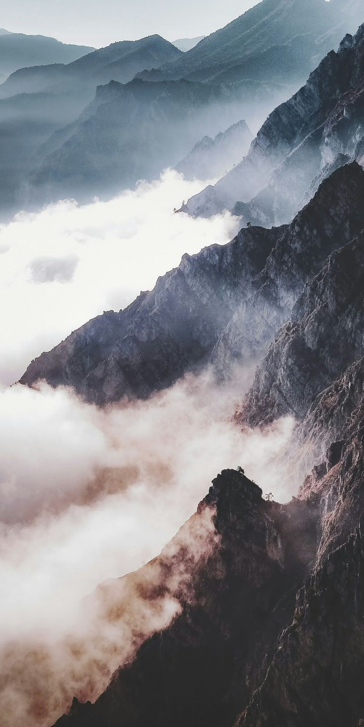 Mist covered mountain range // adventure photography travel photography