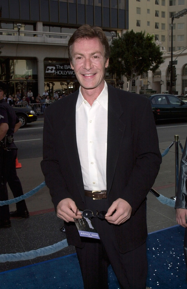 "It's with deep sadness that we report that ""Buffy"" & ""Mass Effect"" star Robin Sachs has passed away,"