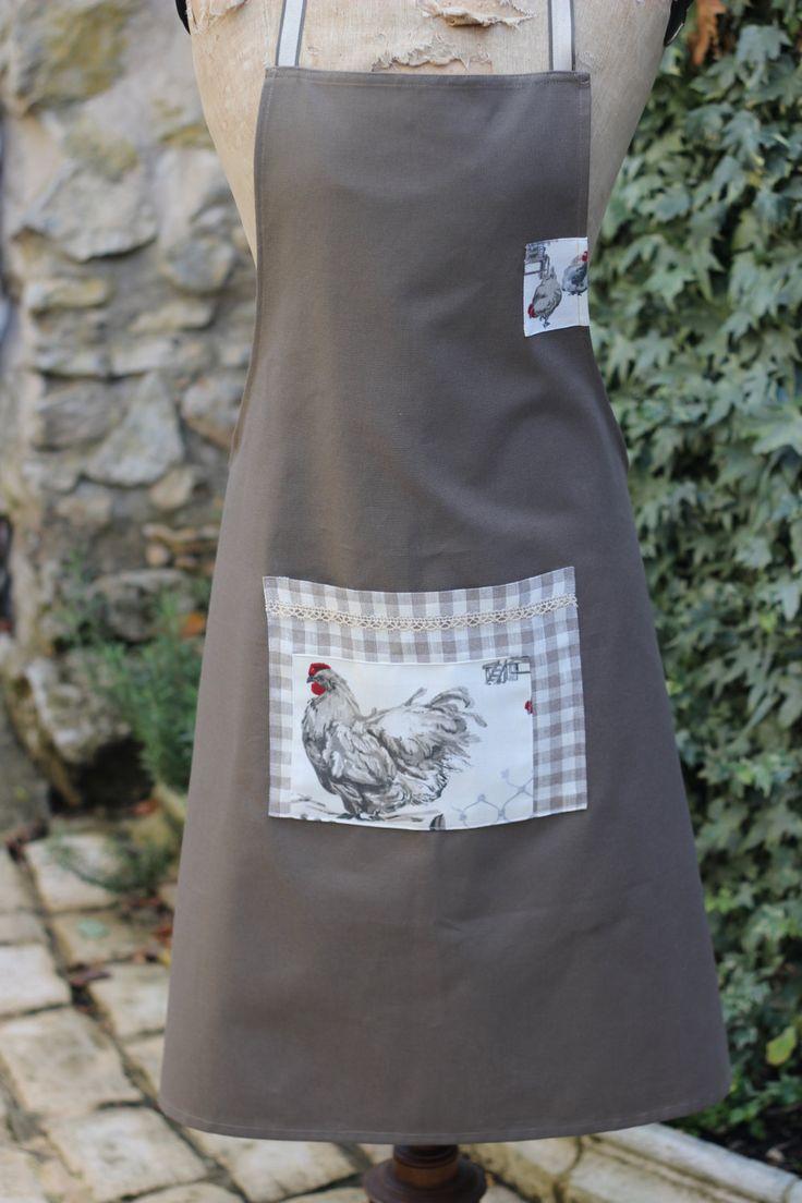 tablier femme,motif poule, couleur taupe grant modèle en coton de la boutique atelierdeugenie sur Etsy