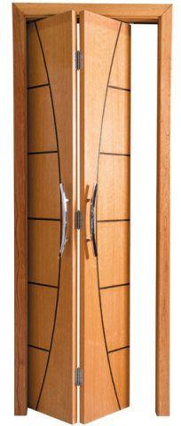 Dobrável, esta porta mede 0,82 x 2,10 m e é de madeira maciça. Garantia de 2 anos. Esquadrias Casa Nova, R$ 229. (I)