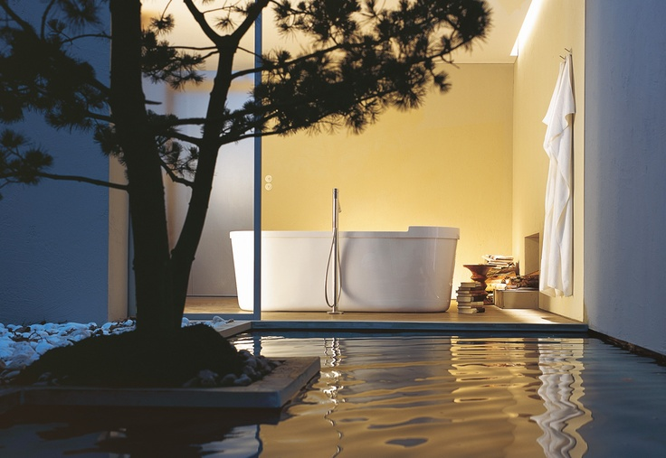 Another idea by Philippe Starck: To place the bath tub right in the middle of the room, away from confining walls.