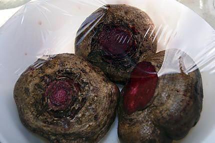 La meilleure recette de Cuisson des betteraves rouge (dont une façon très rapide)! L'essayer, c'est l'adopter! 4.7/5 (24 votes), 104 Commentaires. Ingrédients: Betteraves rouge (du jardin)ou du magasin si vous en trouvez !